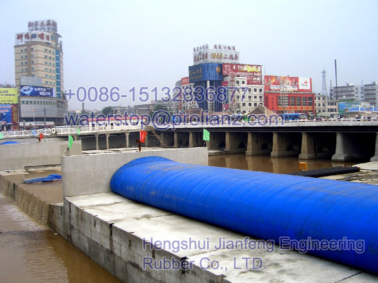 inflatable flood barrier